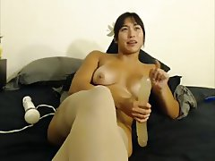 Thick Asian does a dildo hitachi combo