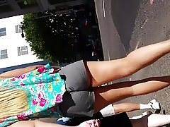 loose shorts jiggle