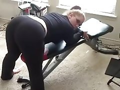 Pawg shaking her fat ass