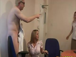 Secretaries let their boss eat pussy