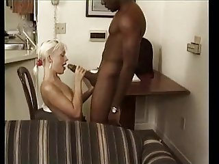 Monster cock black explose petit trou