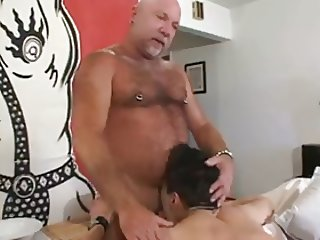 dad and not his son fucked delivery guy