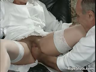 Mature slut gets her cunt fist hard part4