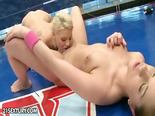 Nude Fight Club Presents: Mandi Dee vs. Tiffany Doll