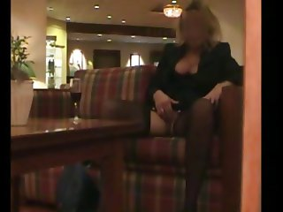 Woman masturbates in hall of a hotel !!