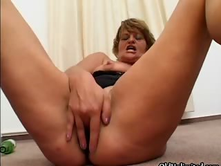 Dirty mature slut goes crazy part3