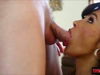 Middle aged hottie Lisa Ann deep throats