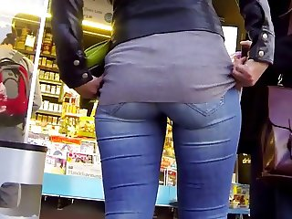 Candid - Nice Ass Babe In Jeans
