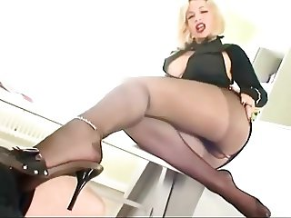 HOT PANTYHOSE SECRETARY