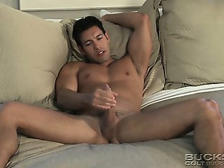 Join Hugo Alexander in bed for an interview and a sexy solo!