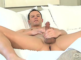 Nice dude begins to play with his man meat after sleeping