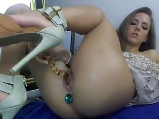 Sexy Brunette Toys Both Holes On Cam