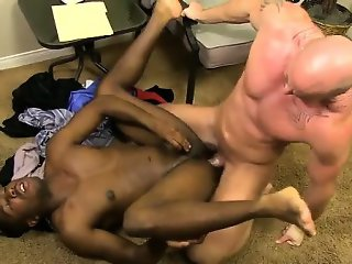 Gay movie JP gets down to service Mitch\'s stiff man sausage