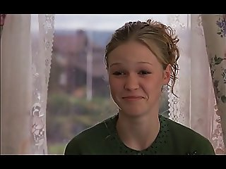 Julia Stiles laughs at a tiny dick