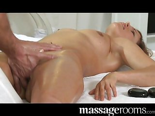 Hot MILF enjoys oily fingers deep in pussy