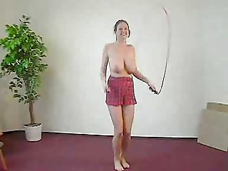 Skipping rope + big boobs = Fun !