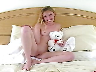 photoshoot 18y old little blond