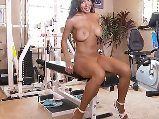 CANDICE WORKS OUT HER NICE PUSSY IN THE GYM