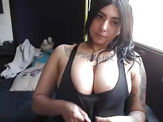 thick sexy kitty plays with her pussy