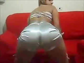 Slutty Bia Loirinha Shake Her Ass To Seduce You!!
