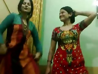 Pakistani Hot NOT aunties Enjoy Dance