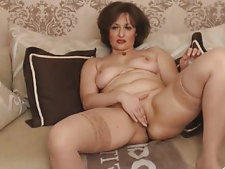 mature mon fingering naked
