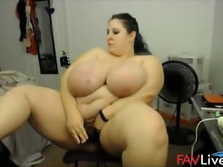 Look at my tons of jiggling bouncing tits