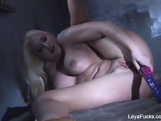 Leya Falcon dildos her pussy and ass