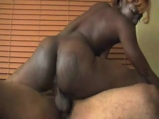 Chicago Stripper Unique Gets Fucked Then Gets Big Load On Her Face