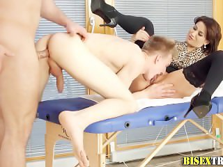 Bisex ho gets tongued
