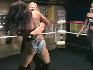 vanessa harding vs lady victorya in the ring