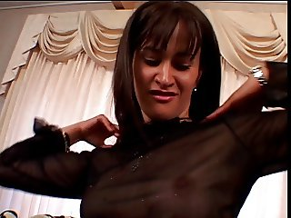 Hottie in nylons gets her pussy pumped