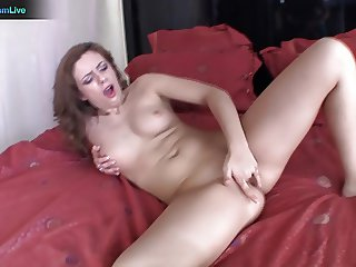 Sarah Palmer solo morning masturbation