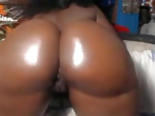 Huge Butt Black Woman Teasing live webcam