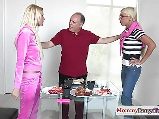 Threeway spex stepmom jizzed in her mouth