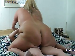 Chunky Desiree rides her tiny girlfriend
