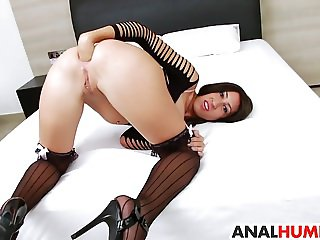 Eloa Lombard gets her asshole stretched