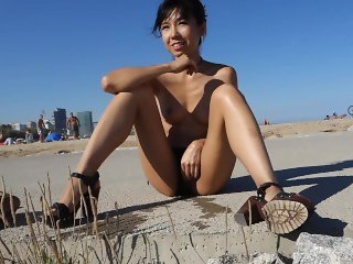 LittleSubGirl Naked Walkand Squirt in Front of Strangers