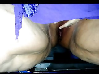 bbw pissing and it all goes into the car out in public