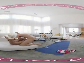 VRBANGERS - BRIDGETTE B SEXY MOM HAVING SEX WITH THE POOL BOY