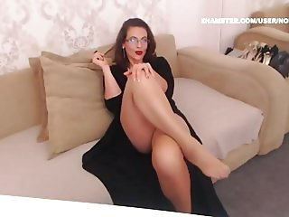 Mature tan pantyhose legs feet