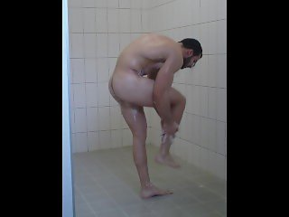 Ripped Bodybuilder Open Shower Spycam