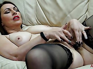 Hot MILF Raven from AllOver30