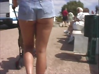 PRIVATE! Thats me, DUTCH MILF Katja. Outside in slutjeans!