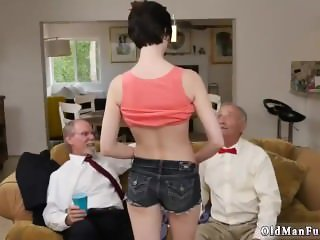Petite maid anal Frannkie heads down the
