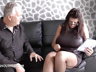 Milf real estate agent cums to sell his house