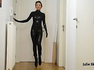 Julie Skyhigh masturbates in latex