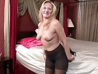 American milf Mary Wana pleasures her craving cunt