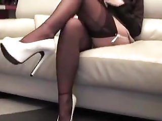 She is waiting in FF Stockings and High Heels for the Guest.