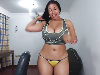 longhaired colambiana strips,fingers her pussy&sqirting